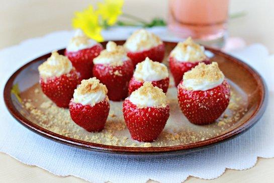 cheesecake-stuffed-strawberries-11-c1