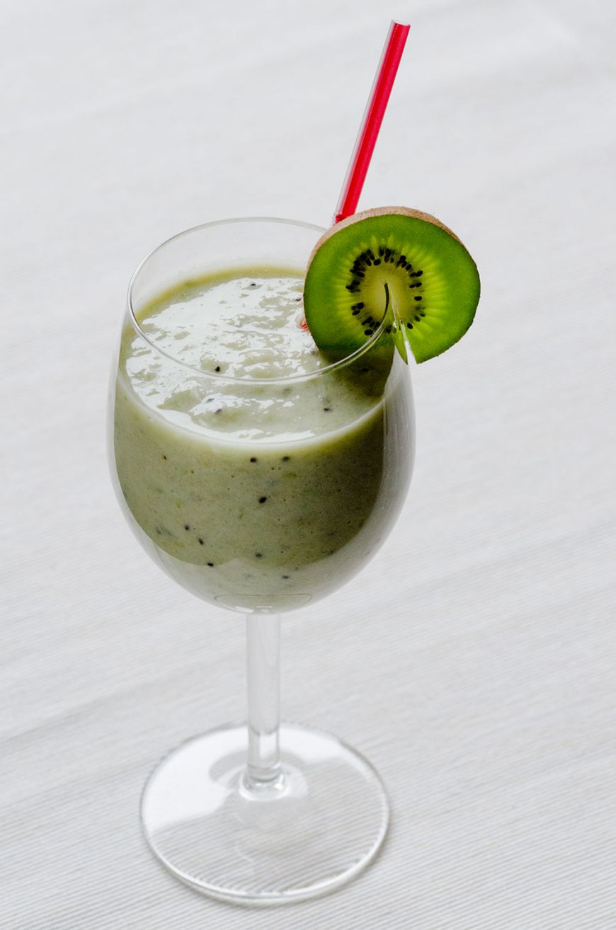 bananas and kiwi shake