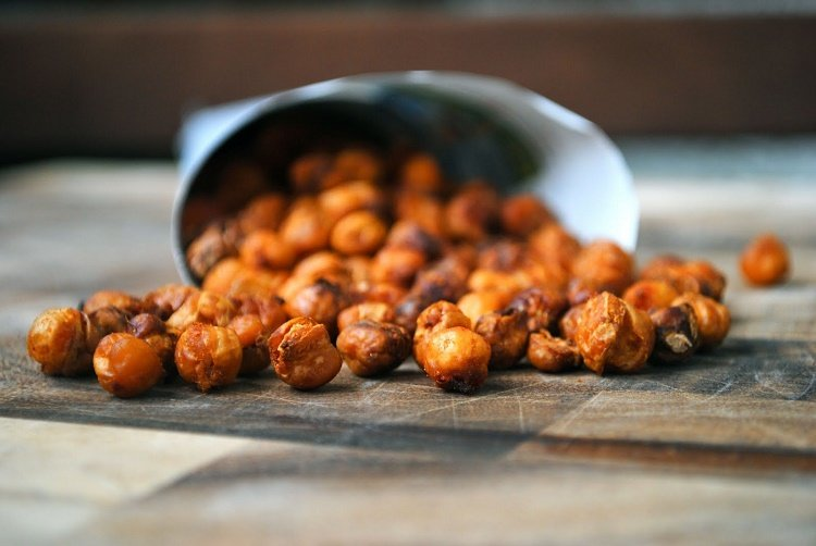 Healthy snack time! Spicy oven-roasted chickpea recipe