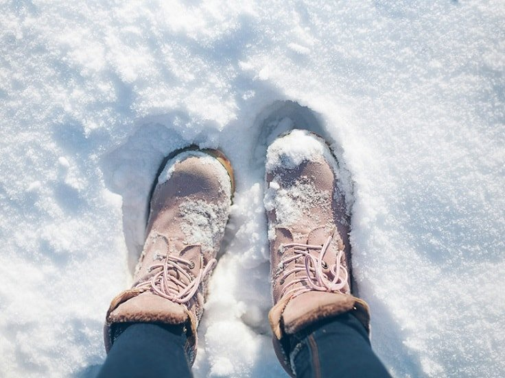 Survival Tips For Hiking - Thaw Cold Feet