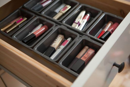 Use Mini Loaf Pans To Organize Your Makeup