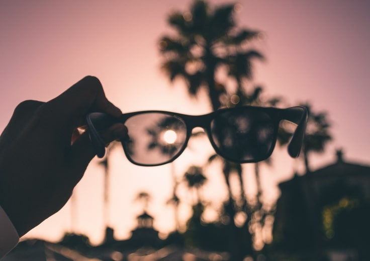 Use Sunglasses To Avoid UV Rays Causing Dark Circles Under Eyes