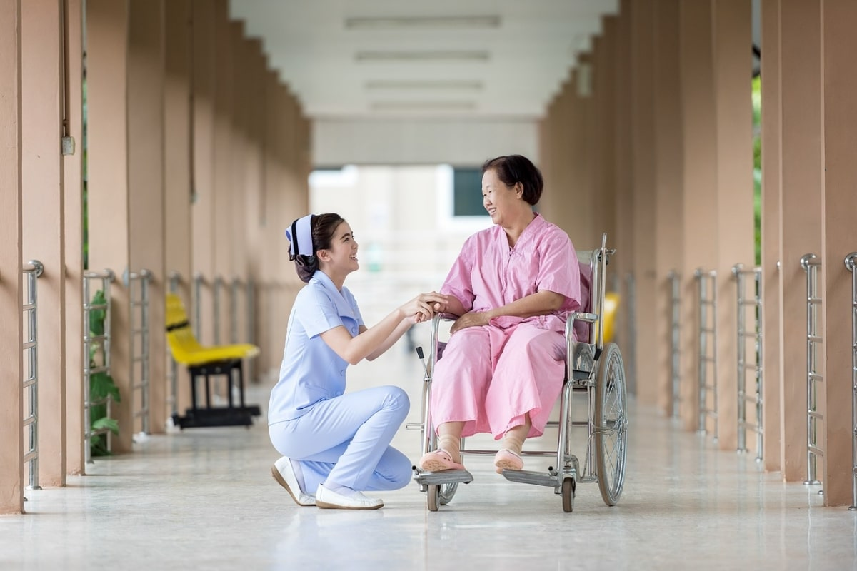 5 Questions To Ask When Looking For A Senior Care Facility - Fitneass