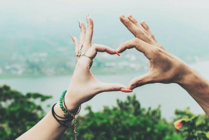 Body Language Signals That Demonstrate Interest